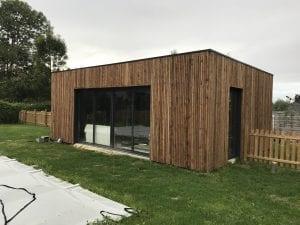 construction-pool-house-ossature-bois-bardage-bois-toit-terrasse-vielle-adour-yoan-naturel.fr-65-tarbes