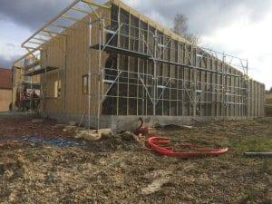 construction-local-hangar-ossature-bois-charpente-couverture-yoan-naturel-65-occitanie