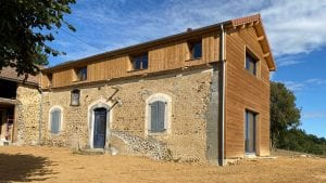 tournay-renovation-grange-ossature-bois-et-charpente-traditionnelle-yoan naturel sarl
