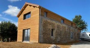 tournay-renovation-grange-ossature-bois-et-charpente-traditionnelle-yoan naturel sarl