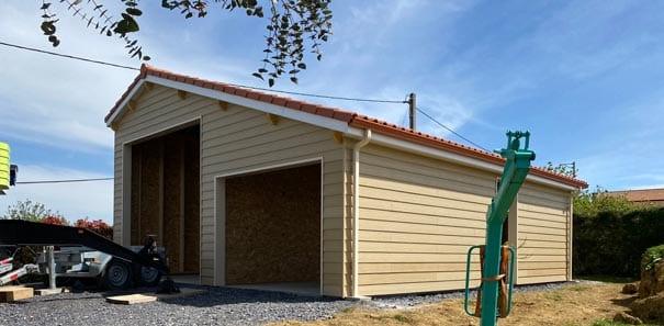 sarl yoan naturel_Hangar-ossature-bois,-charpente-traditionnelle,-couverture-tuiles-et-bardage-Cédral-à-Dours-(4)